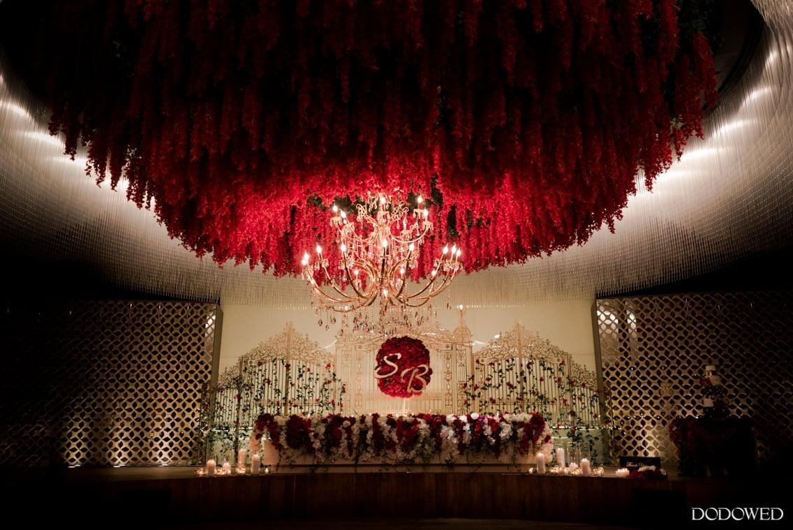 奢华的欧式白金红色吊顶婚礼