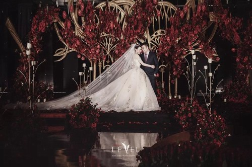 LEVEL婚礼:盖茨比红黑金婚礼